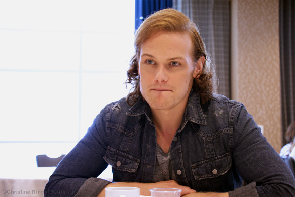 Outlander-SDCC15-Sam-Heughan-01