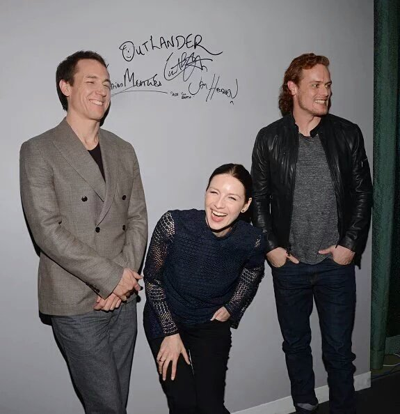 Pics of the Outlander Cast from the AOL Build Interview ...