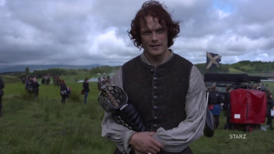 new-video-of-sam-heughan-on-the-set-of-outlander-season-3-outlander-online-mp4_000002246